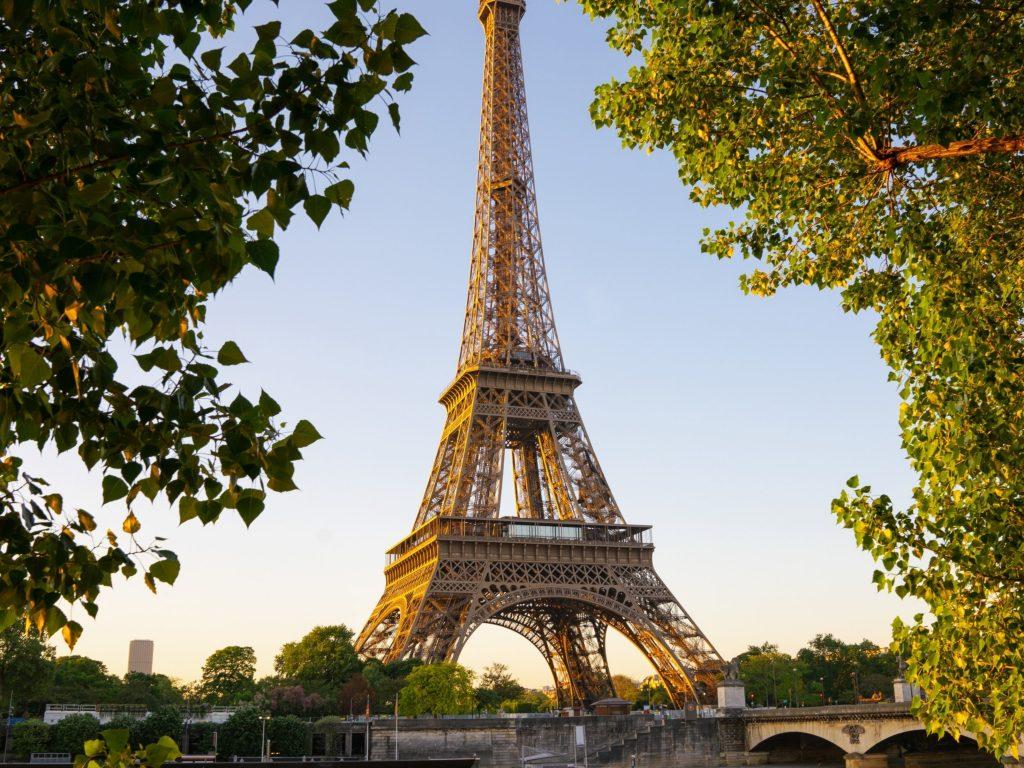 1024x768 wallpaper 4k Paris Tower Nature iPad Wallpaper 1024x768 pixels resolution