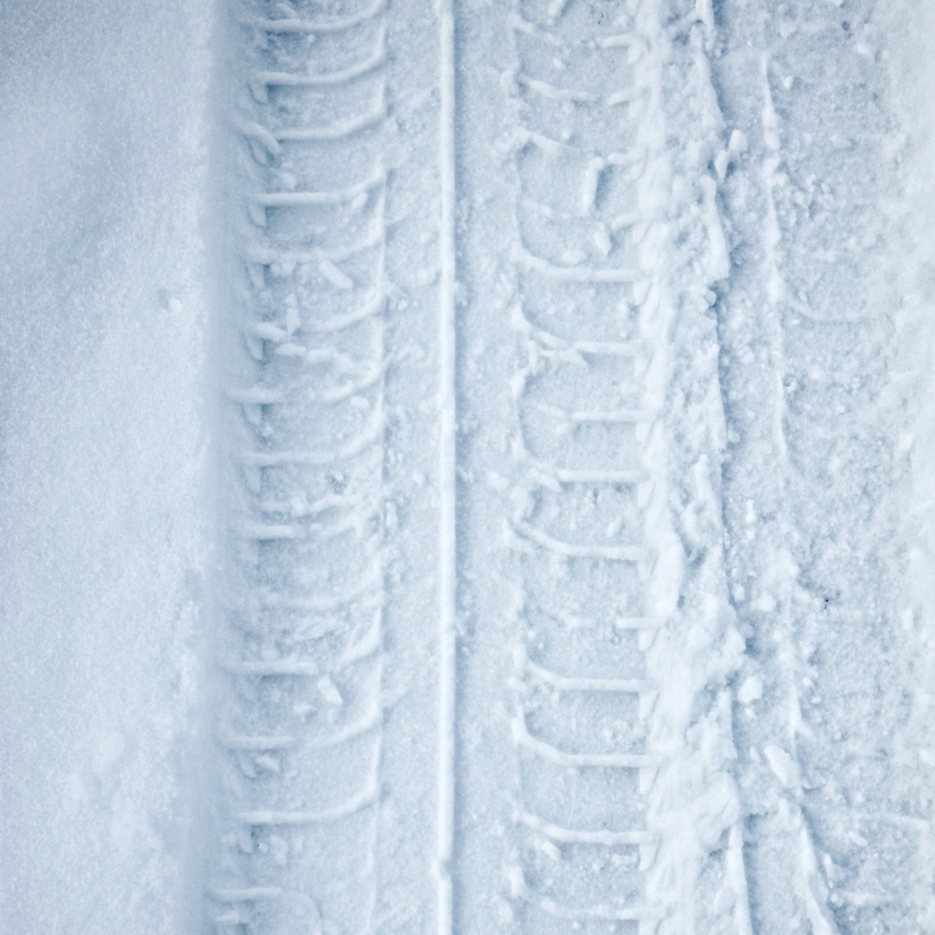 Tyre Track Snow Winter iPad Wallpaper